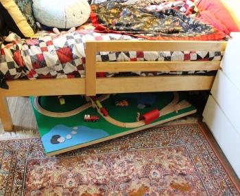 Cassetti Scorrevoli Sotto Letto : Un tavolo sotto al letto caseperbambini maya azzarà architetto