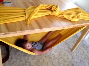 Amaca sotto al tavolo