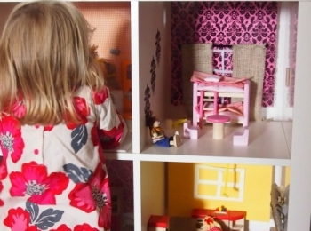 Casa delle bambole nell'armadio