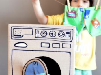 Una lavatrice di cartone