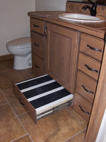 4-Pull-out-step-at-bathroom-vanity