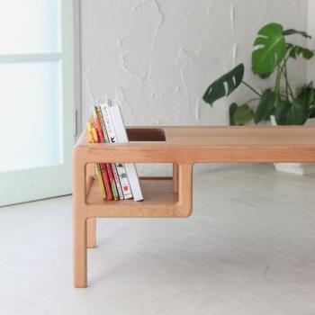 Un seggiolone ad altezza di bambino for Tavolino per bambino