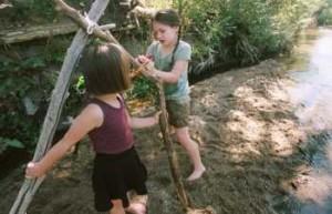 bambini giochi bosco